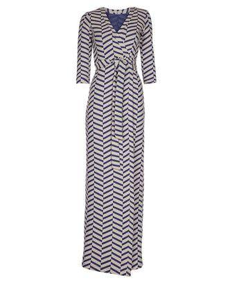 Jurk kimono stripe - Sierlijke omslagjurk met driekwartsmouwen, uitgevoerd in een zware tricotkwaliteit. Het model heeft een ingebreide chevronpatroon met relief en sluit met een ceintuur.