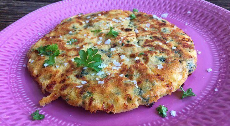 Har du prøvet mit pandebrød 😍😋. Lav et sund og glutenfri brød på panden. Til 6 - 8 stk. 125g hytteost 4 æggehvider 35g havregryn 35g mandelmel + 1 tsk bagepulver En masse krydderier (chili, oregano) evt. Spinat. Bages på pande med en lille smule olivenolie til den er færdig. #flingsalt #kvarg #opskrift #recept #fitness #bröd #stekt #stekpannebröd #keso