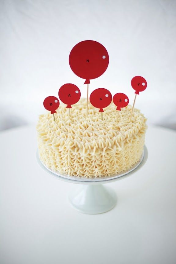 red balloon 1st birthday cake + cake topper DIY!
