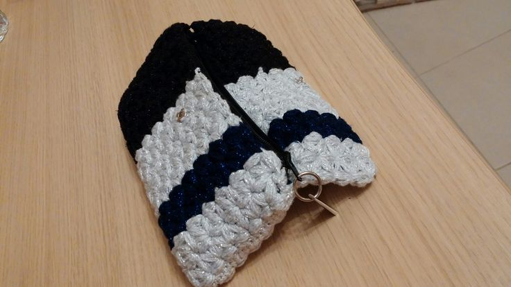 Crochet puff star stitch purse