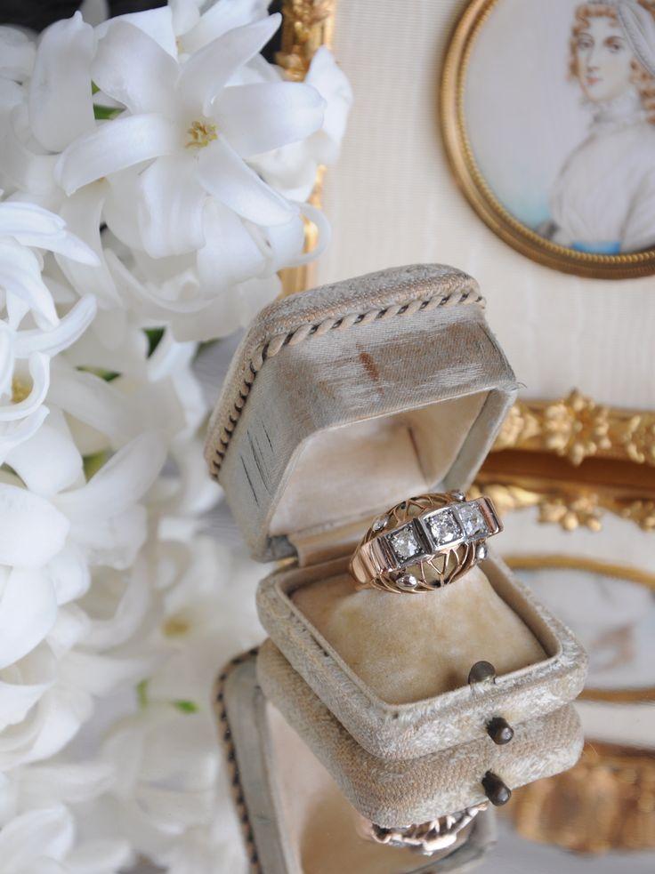 Approximately 1,10 carat old cut diamond Ring. Available now in OZER antique jewelry collection.     /     Yaklaşık 1,10 karat elmas yüzük. Antika mücevher koleksiyonumuzda bulabilirsiniz.