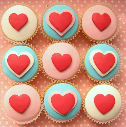 Seeking Sweetness in Everyday Life - CakeSpy - Sweets for the Sweet: Valentine's Day Cupcake Tutorial from HelloNaomi