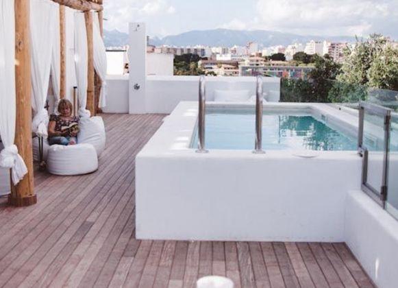 Les 25 meilleures id es de la cat gorie piscine hors sol for Piscine hors sol sur toit