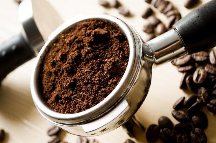 Kávová sedlina do koše nepatří!