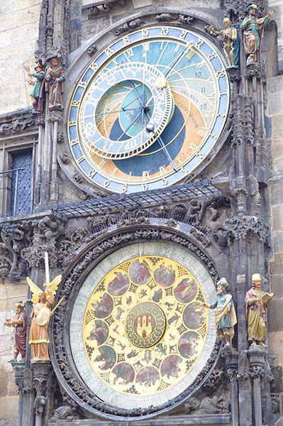 旧市庁舎と天文時計