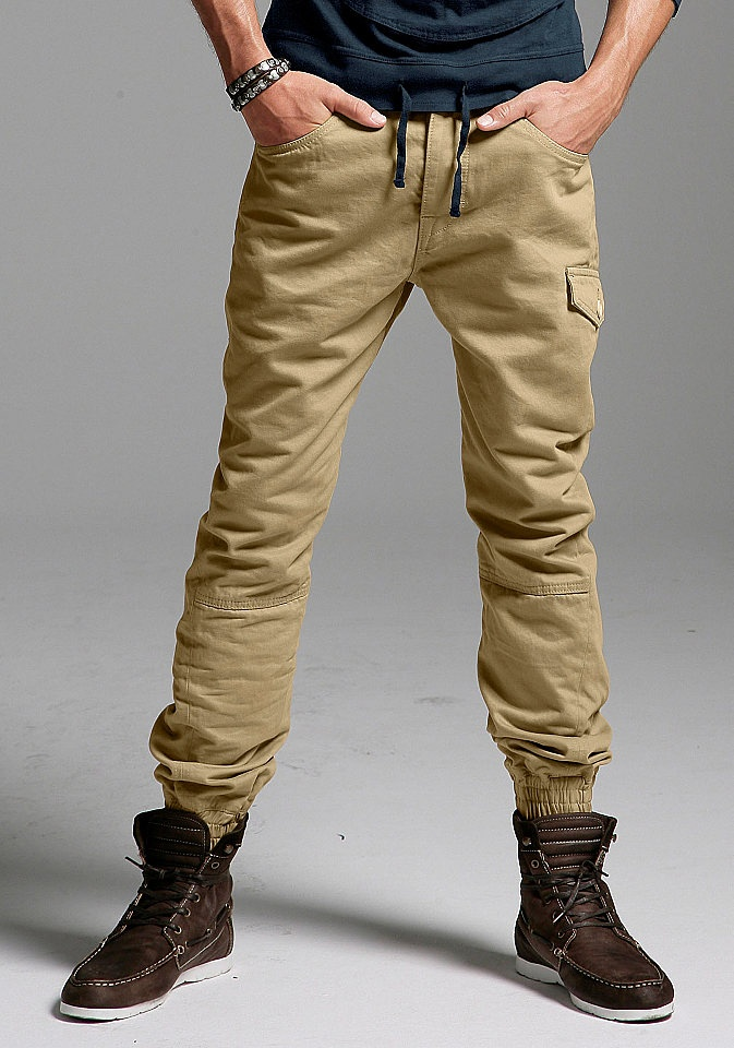 For those who can pull it off, skinny-cut trousers are great—just not for cargo pants. The easy fix: If smart is what you're looking for, and you've got the physique of a marathon runner, go for skinny chinos, khakis, or jeans—not cargo pants.