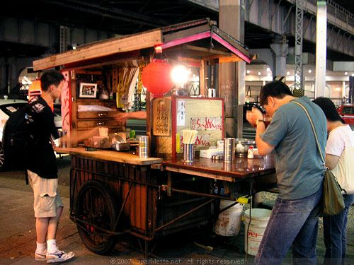 Having dinner at the small and warm Ramen Noodle Stall