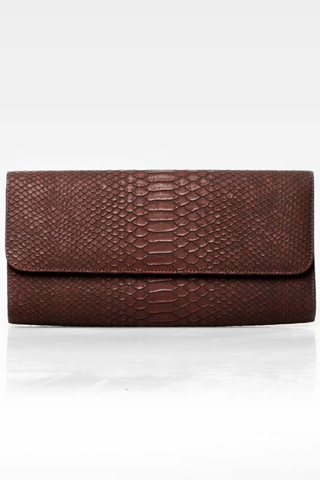 Poison ivy 1a clutch bag #clutchbag #taspesta #handbag #clutchpesta #fauxleather #kulit #snakeskin #kulitular #animalprint #persegi #fashionable #simple #color #darkbrown  Kindly visit our website : www.bagquire.com