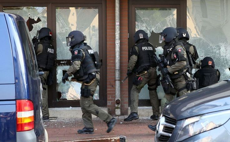 Anti-terror operation: SEK raid a mosque in Hildesheim (July 2016)