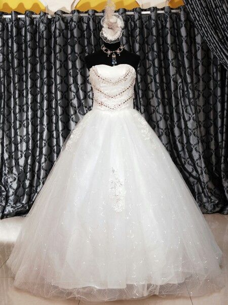 Wedding gown ballgown tanpa ekor Hp 08127849402 Website www.suanggown.com