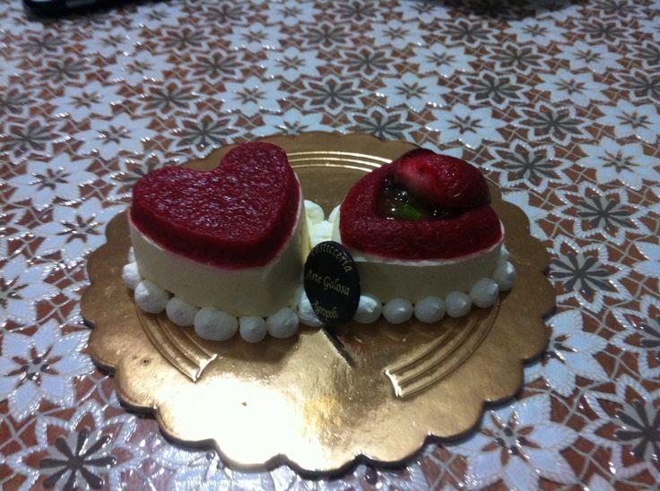 San Valentino, dolce con fragole a forma di cuore