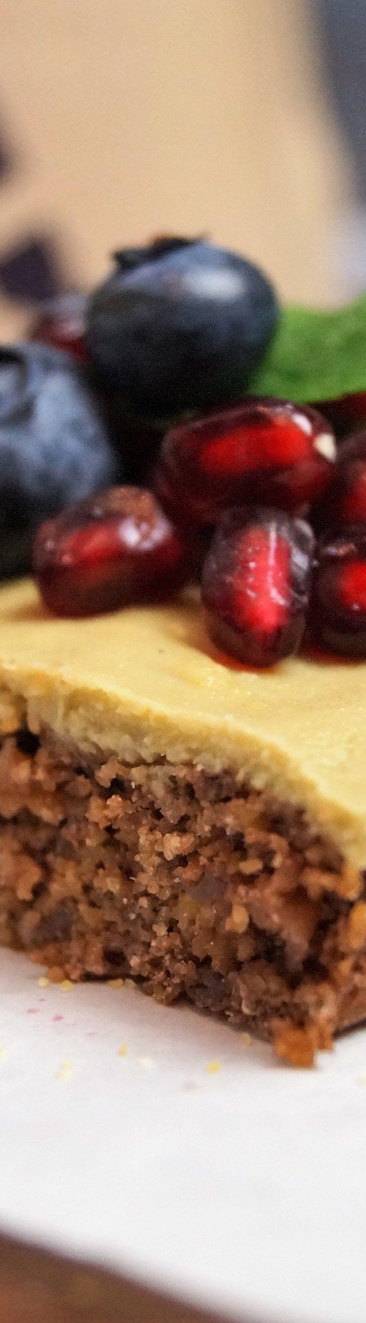 Epic Polenta Blaubeer Kuchen mit Quinoa und Matcha Kokos Creme