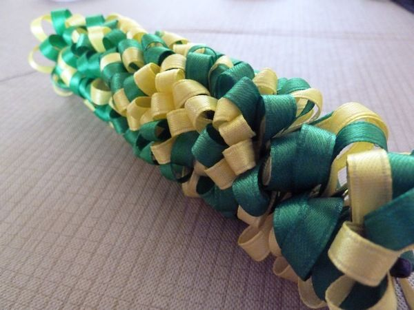 Sakacon: DIY Ribbon Lei v.1.1 - I will be doing this for Kayla's graduation this year