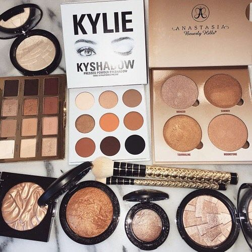 These are the top  tagged products to get that Summer glow . Summer makeup must haves  @anastasiabeverlyhills @sephora @kyliecosmetics @kyliejenner @maccosmetics @hourglasscosmetics @beccacosmetics