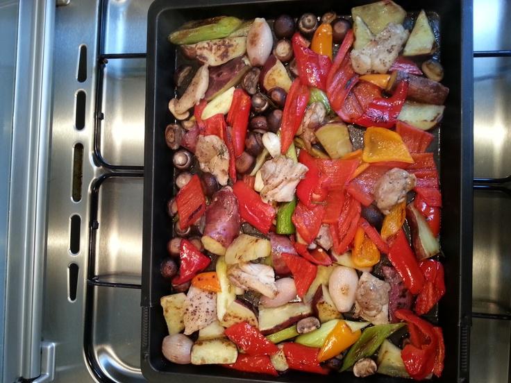 Gegrilde groenten, zoete aardappelen en kippendijen. Overgoten met Balsamicoazijn.