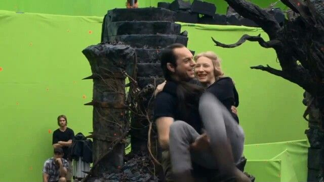Hugo weaving and Cate Blanchett behind the scenes