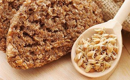 Heute ist Brot zu einer Mischung aus vitalstoffarmen Auszugsmehlen und einer Ladung Lebensmittelzusatzstoffen verkommen. Solch ein Brot macht satt – und krank. Wer wirklich gesundes Brot essen will, macht sich sein Brot selbst – im Idealfall ein Brot aus Keimlingen.