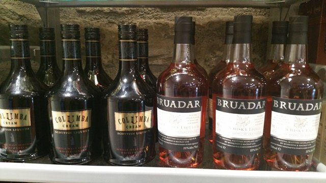 (8) Edinburgh Castle ~~Visit our Whisky Shop today & sample Bruadar & Columba Cream.