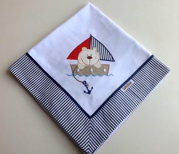 Cueiro+de+flanela+bordado,+com+barrado+em+tecido+listrado+com+azul+marinho.++++Aconchegante,+prático+e+tão+lindo,+que+pode+ser+usado+como+manta!++Tamanho:+78+x+80+cm++Tecido:+Flanela+-+100%+algodão R$ 38,00