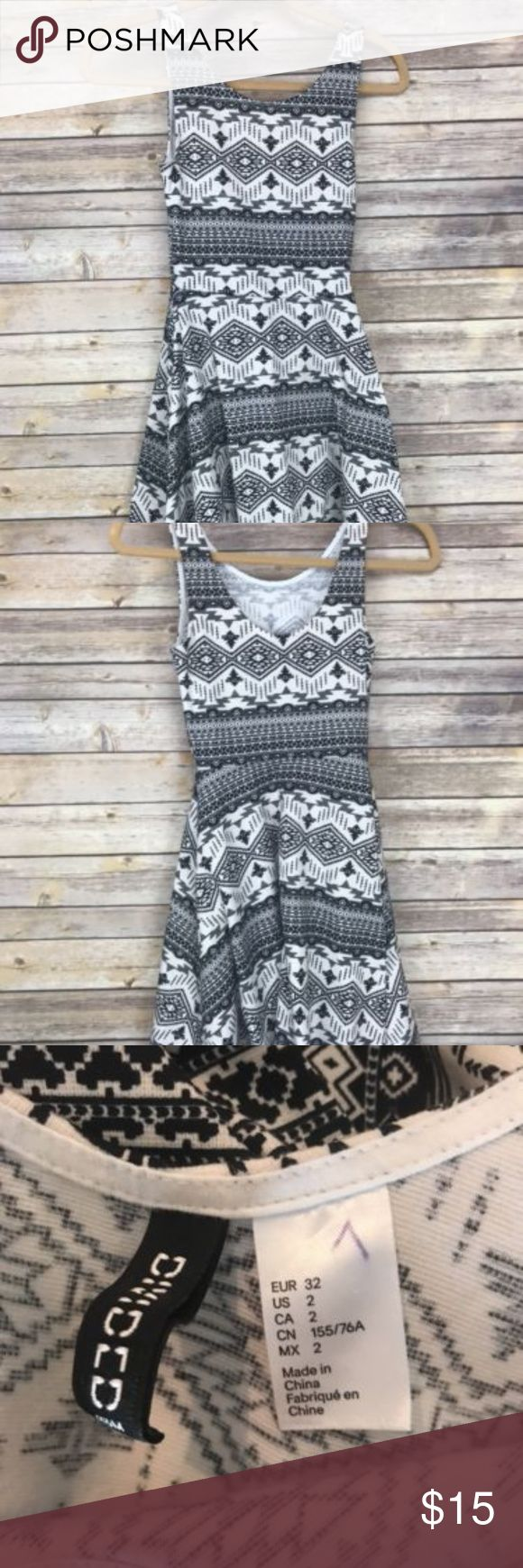 "Aztec Sleeveless Dress H&M Divided Dress Women's Size 2 Black White Strapless Aztec  Flat Lay Measurements:  Armpit to armpit:  13""  Length: 26"" Divided Dresses"