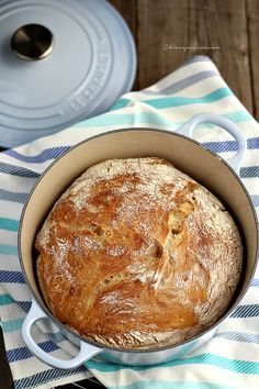 """L'ho provato! Si fa davvero in un attimo, è facilissimo. Purtroppo non è proprio il """"ruoto"""" di pane cafone napoletano, ma è comunque un ottimo pane casereccio."""
