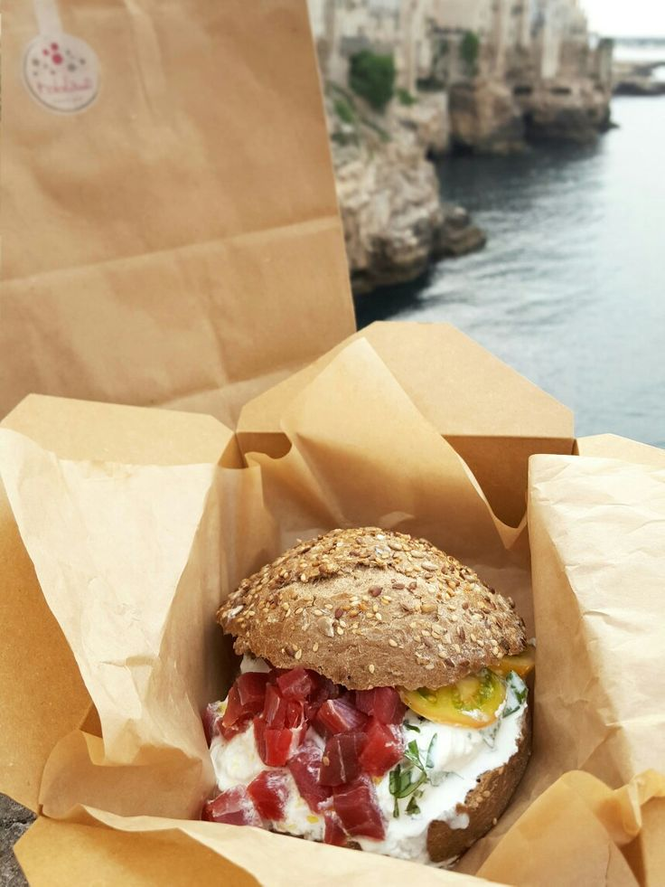 Good and full...panino con tonno rosso, stracciatella e basilico. Il panino più farcito del mondo! #tobladì #polignanoamare #paninispeciali #pescefresco