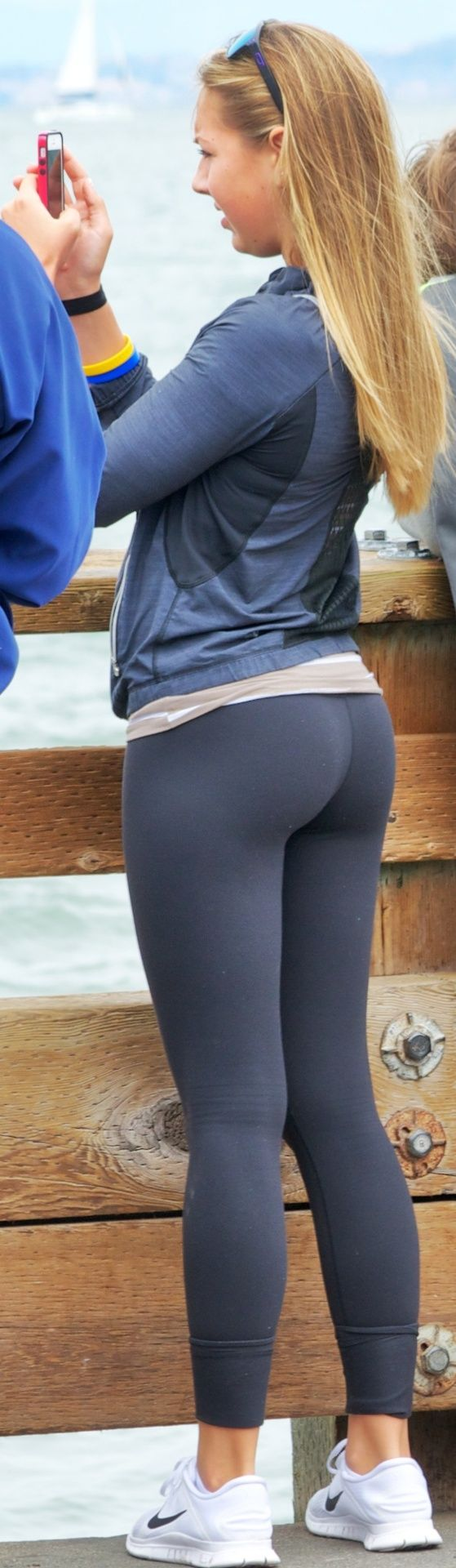 Hot nude asian girls wearing leggings