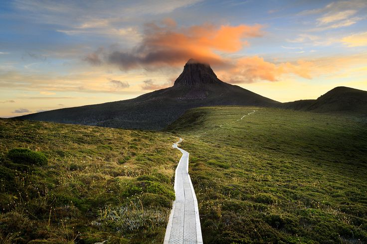 The track to Barn Bluff | Barn Bluff, Overland Track, Cradle ...