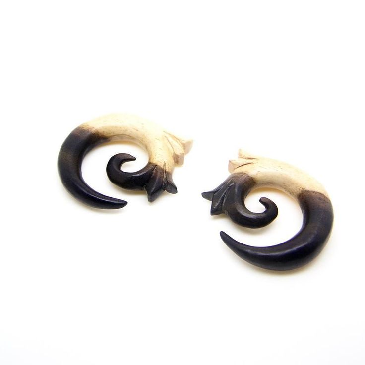 Natural 2 color tone 00g wood gauges . . #AYUtribal #ayujewelry #00 #00g #00gauges #woodgauges #eargauges #earplugs #woodenearrings #earstretching #plugs #gauges #taper #piercings #tattoo #girlswithink #girlswithlocks #girlswithtattoos #inkedgirls #inkedwomen #dreads #dreadlocks #organic #hippie #hipster #urban #tribal #jewelry #fashionjewelry