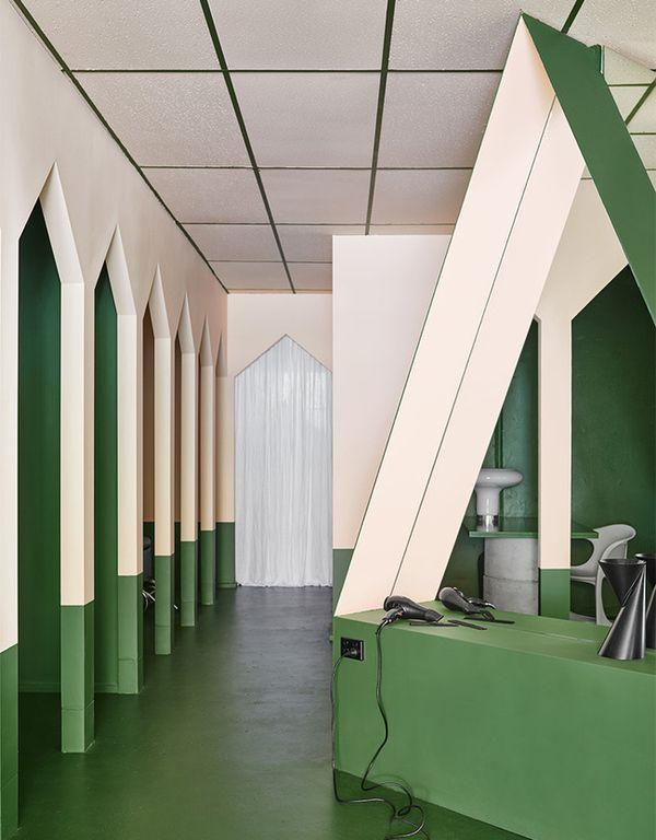 Салон красоты Hues Hair в Австралии: интерьер в оттенках зеленого и пудрового розового | Admagazine | AD Magazine