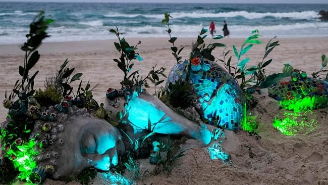 Artists from disability organisation Multicap in Eight Mile Plains win people's choice award at Swell Sculpture Festival #Swell2013