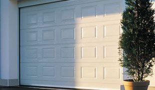 Puertas seccionales Granada. Puertas automaticas de garaje.