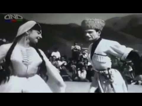 Великолепная вайнахская лезгинка  в исполнении неподражаемого Махмуда Эс...