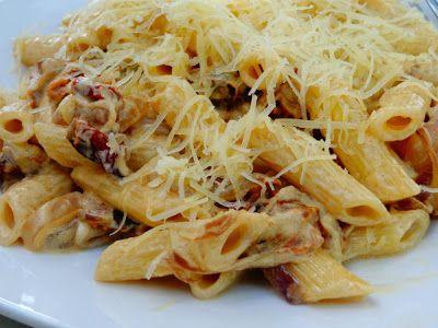 Πένες με κρέμα τυρί ,καραμελωμένα κρεμμύδια ,και λιαστή ντομάτα!!! ~ ΜΑΓΕΙΡΙΚΗ ΚΑΙ ΣΥΝΤΑΓΕΣ