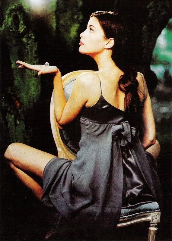 *-*Liv Tyler - Filmová herečka Liv Tylerová, pôvodne Liv Rundgrenová, je americká filmová herečka, modelka a dcéra Stevena Tylera, lídra skupiny Aerosmith, a bývalej modelky Bebe Buell. Wikipédia →Narodenie: 1. júla 1977 (vek 37), New York, New York, USA →Výška: 1,78 m →Manžel: Royston Langdon (od 2003–2008) →Rodičia: Bebe Buell, Steven Tyler →Súrodenci: Mia Tyler, Chelsea Anna Tallarico, Taj Monroe Tallarico, Rex Rundgren, Randy Rundgren, Rebop Rundgren
