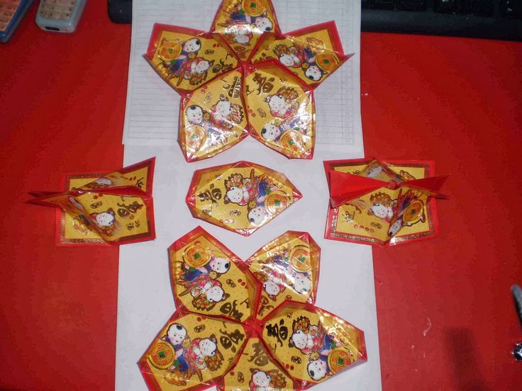 What you need: - 17 pieces Red Pockets - Red String - Other Accessories 1. Fold 17 pieces red pocket as the picture shown. 2. At...