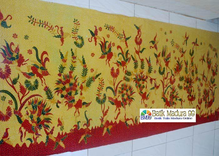Batik madura warna kuning cantik corak tumbuhan dan hewan. Batik tulis madura yang mengutamakan keindahan motif dan kekuatan warna yang serasi. Motif batik madura bahan katun primis dengan 4 kali proses pewarnaan. source: http://batikmadura99.com