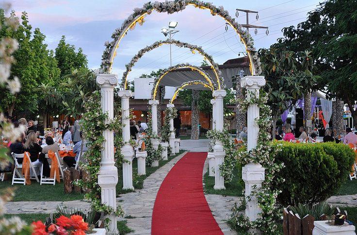 Keyifli Park kır düğünü salonu fiyatları, fotoğrafları, hakkındaki yorumlar ve diğer tüm detaylar hakkında bilgi almak için tıklayın...