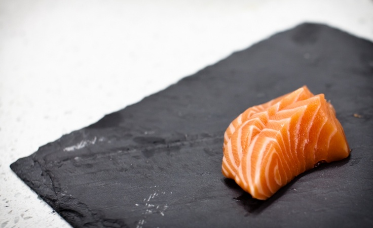 how to tell if raw salmon is bad