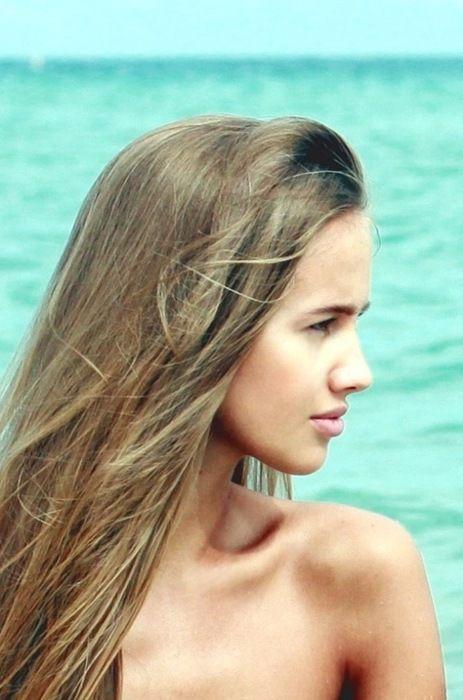 light brown hair, ocean