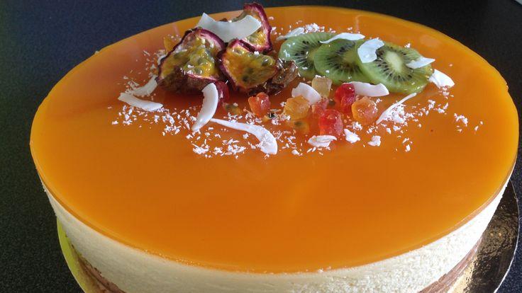 entremet fruits de la passion insert à la mangue, base croustillante aux speculoos, dessert aux fruits de la passion, recette de desserts aux fruits exotiques