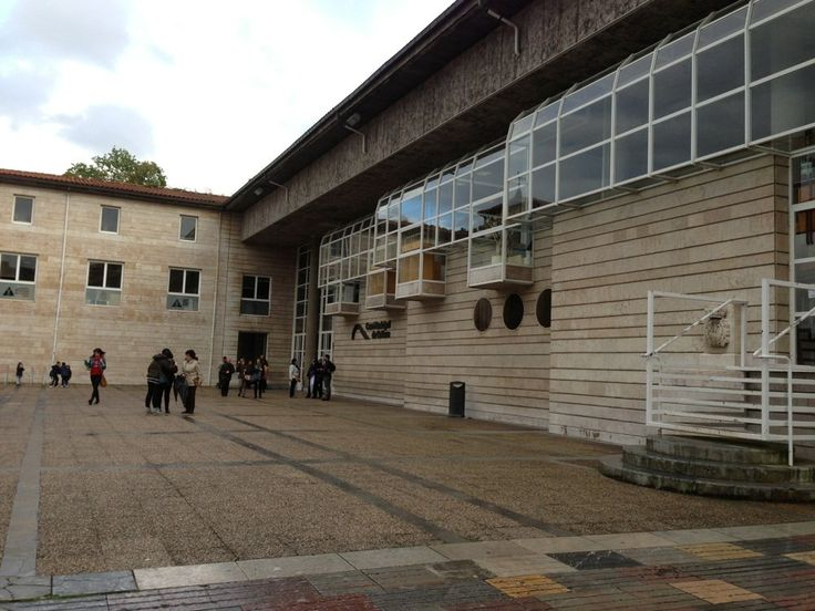 Casa de la Cultura - Fachada - Aviles, Asturias, España. ayuntamiento de Avilés . Año 1981. Mas detalles en revista Cota Cero N. 1 y 7 . editadas por Colegio Oficial de Arquitectos de Asturias.