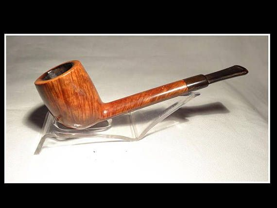 Length = 5 ½ Height = 1 ¾ Width = 1 3/8 Inner Bowl Diameter = 15/16 Bowl Depth = 1 3/8 Predictable wear, but no faults– fine. The exterior of all estate pipes are thoroughly cleaned and triple waxed. The interior of the bowl is reamed carefully to leave just enough build up to