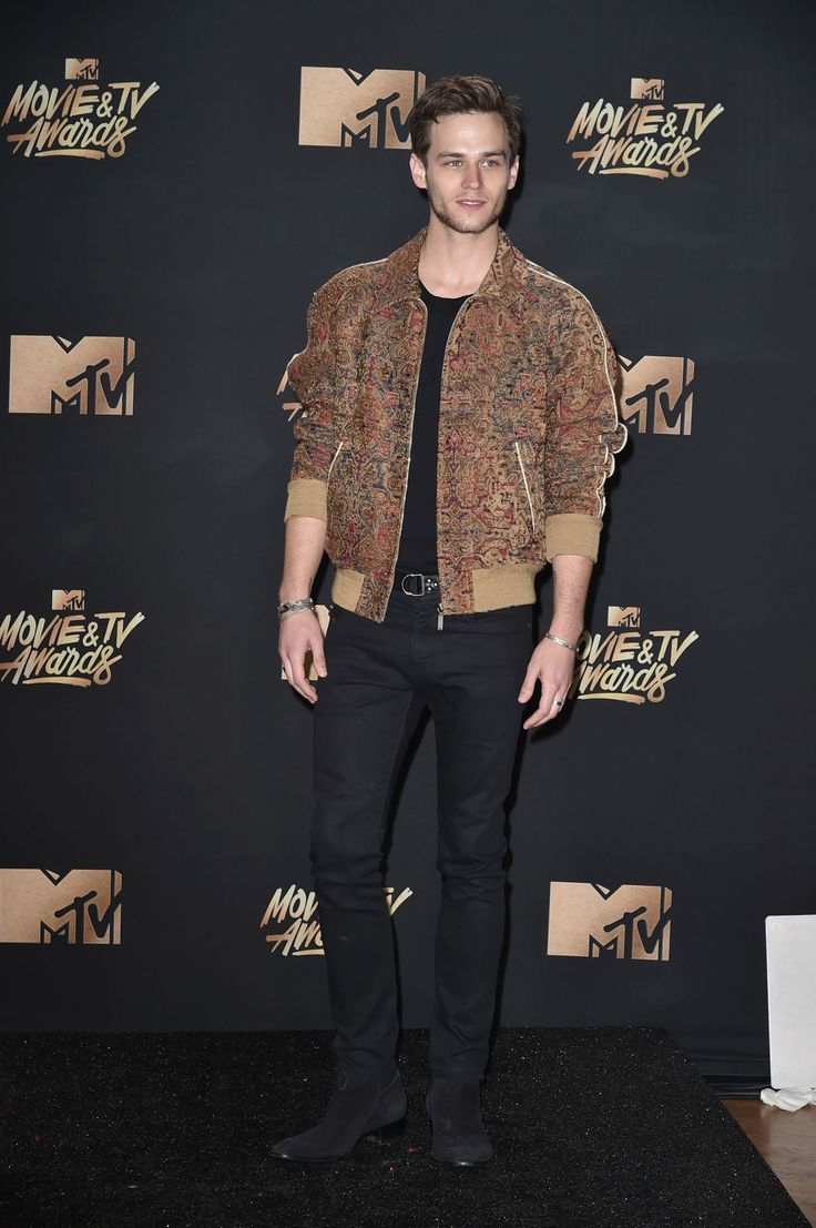 Wat de cast van 13 Reasons Why naar de MTV Movie Awards 2017 droeg