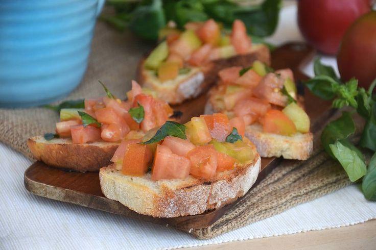 Bruschette al pomodoro, scopri la ricetta: http://www.misya.info/ricetta/bruschette-al-pomodoro.htm