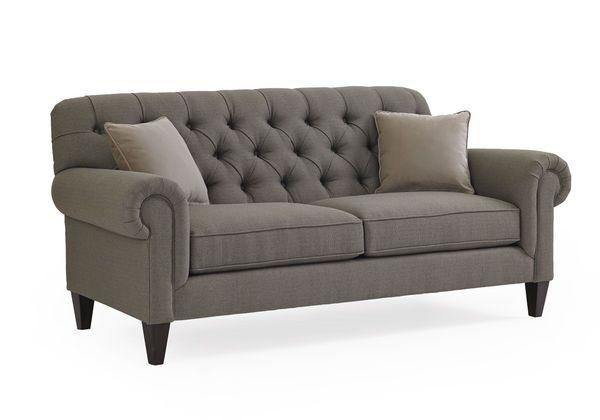 Прекрасный классический диван из коллекции Lani поможет Вам создать атмосферу уюта в Вашем интерьере. В дополнение к дивану идут две подушки. Ножки дивана выполнены в эбеновой отделке.             Метки: Маленькие диваны.              Материал: Ткань, Дерево.              Бренд: Schnadig.              Стили: Классика и неоклассика.              Цвета: Серый.