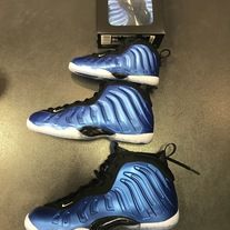 Slide your feet into the eye-catching Nike Air Foamposite One, made famous as one of Penny Hardaway's signature sneakers.    Foamposite upper provides a clean canvas for stylish colors.  Zoom Air-Sole® unit gives responsive cushioning.  Inner bootie supplies a secure fit.  Polyurethane midsole ...