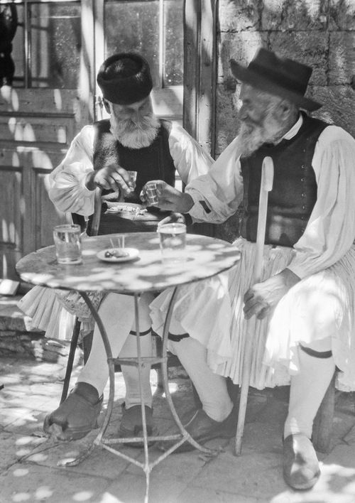 Greece - old guys in white kilts tossing back shots of ouzo. By Arnold Genthe >>>>>> http://1.bp.blogspot.com/-zyJaiVv-mp8/UyMhhP-ynjI/AAAAAAAAsa8/QzyGbOrKr1M/s1600/Travel+views+of+Europe10.jpg