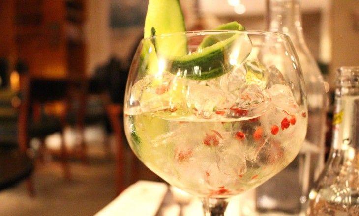 Gin, tonic, gurka och rosépeppar