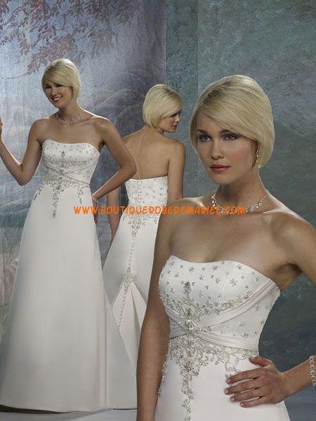 Robe de mariée princesse décorée de broderie et de perles